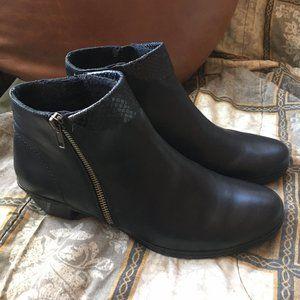Rieker Low Heel Zip Up Black Leather Booties 9.5
